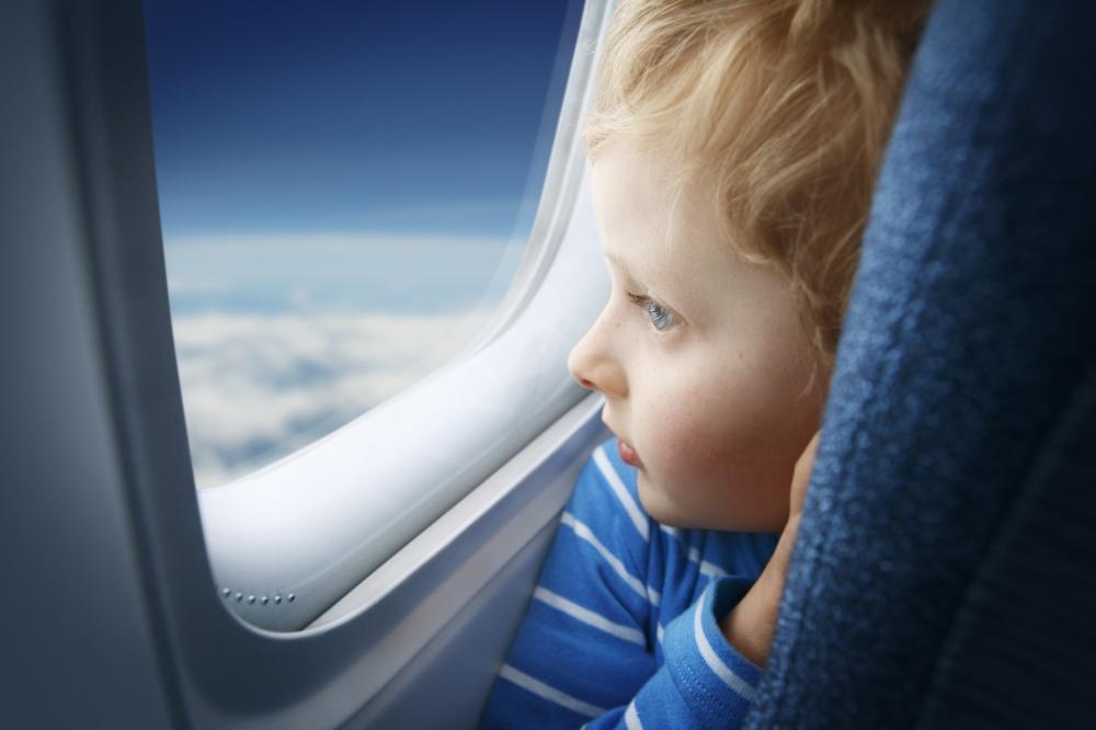 Flugzeug: Kind - Fensterplatz