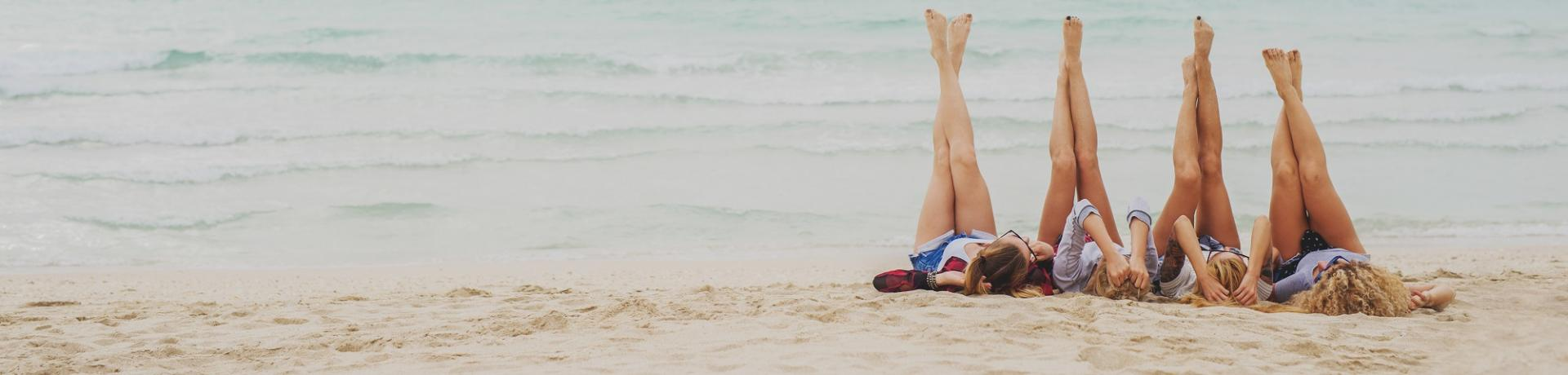 Sonstiges: Frauen Strand Meer Freundinnen