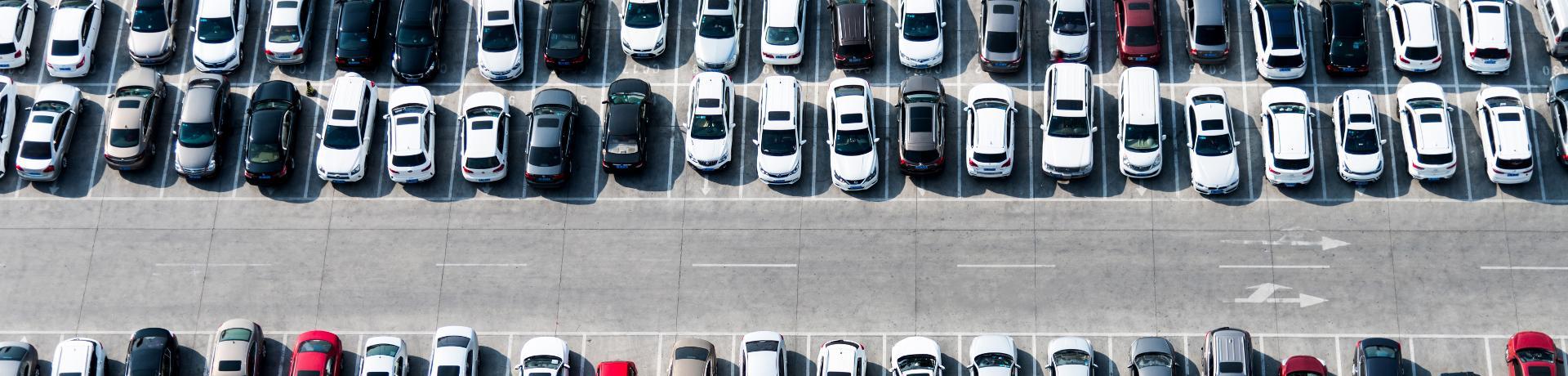 Flug Service: Parken am Flughafen - Parkplatz - Autos