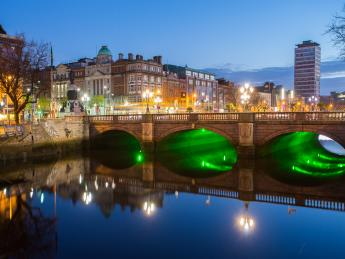 7209+Irland+Dublin+O'Connell_Bridge+GI-535923679