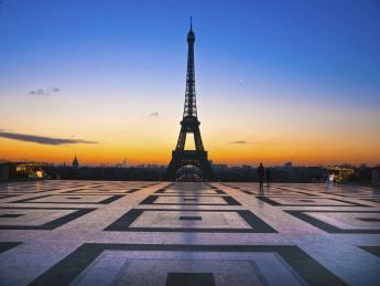 Eiffelturm bei Sonnenuntergang - Paris