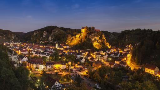 Burg+Stadt+GI-186472568